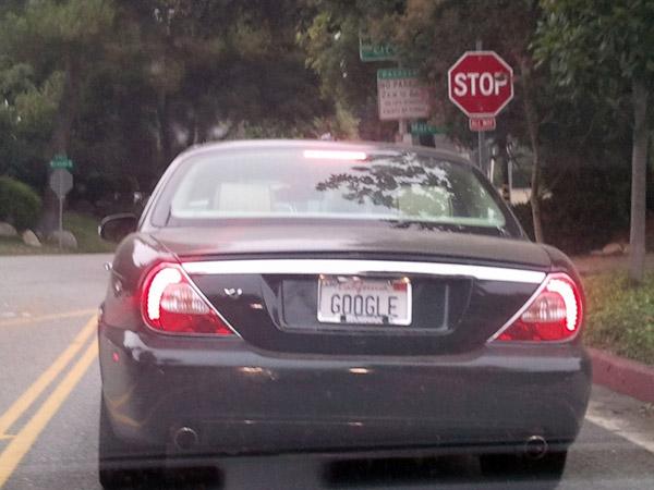 Автомобиль с номером Google