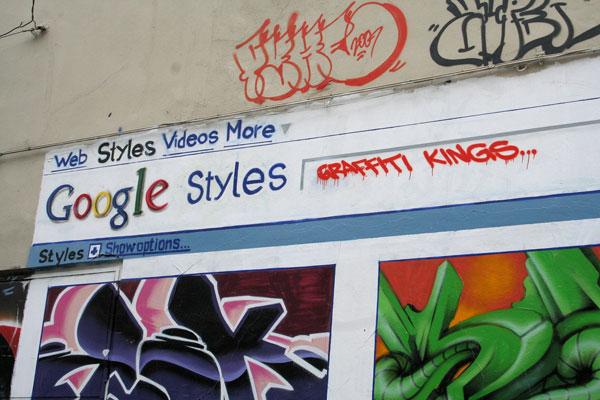 Граффити Google на стене в городе Стамбул