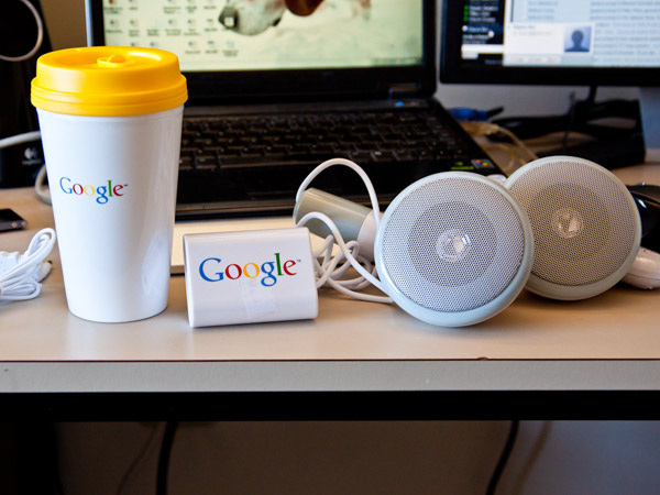 Звуковые колонки от Google в виде наушников