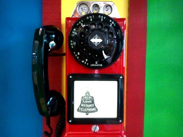 телефон в стиле Google