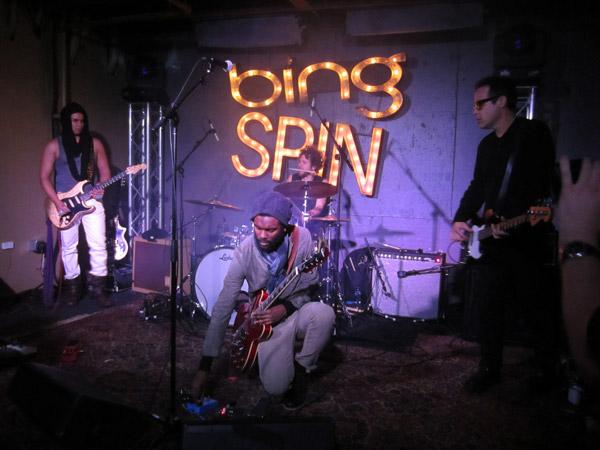 Гари Кларк младший играет в Microsoft Bing Bar