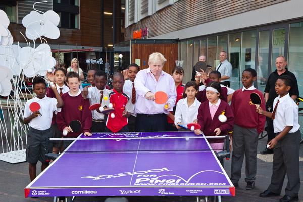Стол для ping ponga от Yahoo в целях благотворительности