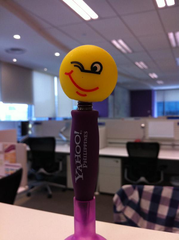 Yahoo шариковая ручка с улыбающимся лицом