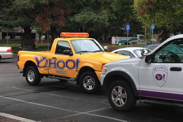 Автомобиль охранной службы Yahoo