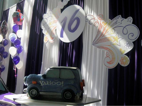 Торт yahoo на шестнадцатилетие компании