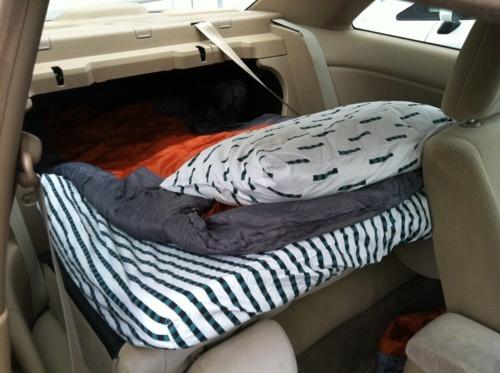 Кровать в автомобиле