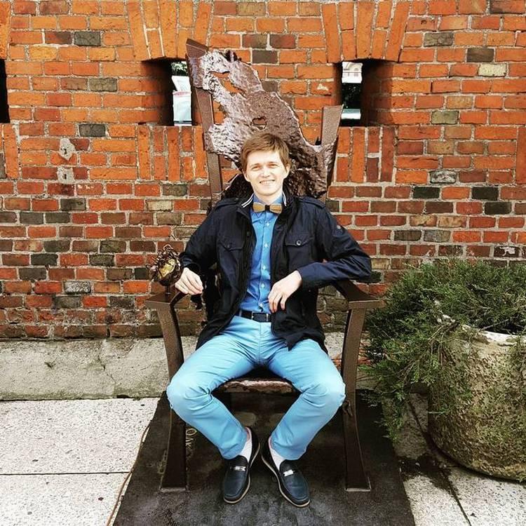 Алаев на троне :)